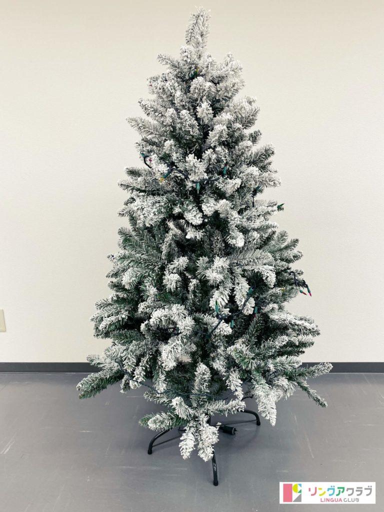 飾り付け前のクリスマスツリー